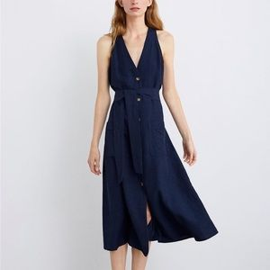 Sleeveless navy dress with front pockets and tie